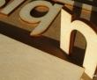 Udskæring af bogstaver til skilte.